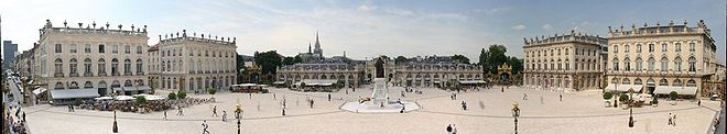 660px-Panorama_place_stanislas_nancy_2005-06-15